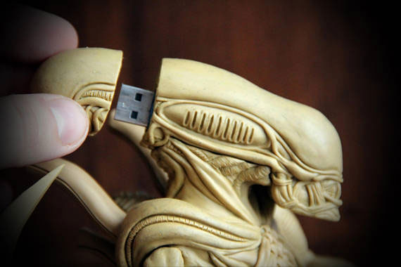 40+ Must See Geeky USB Flash Drives